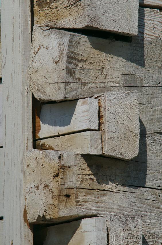 Троицкий Собор в Новомосковске фрагмент соединения брусьев