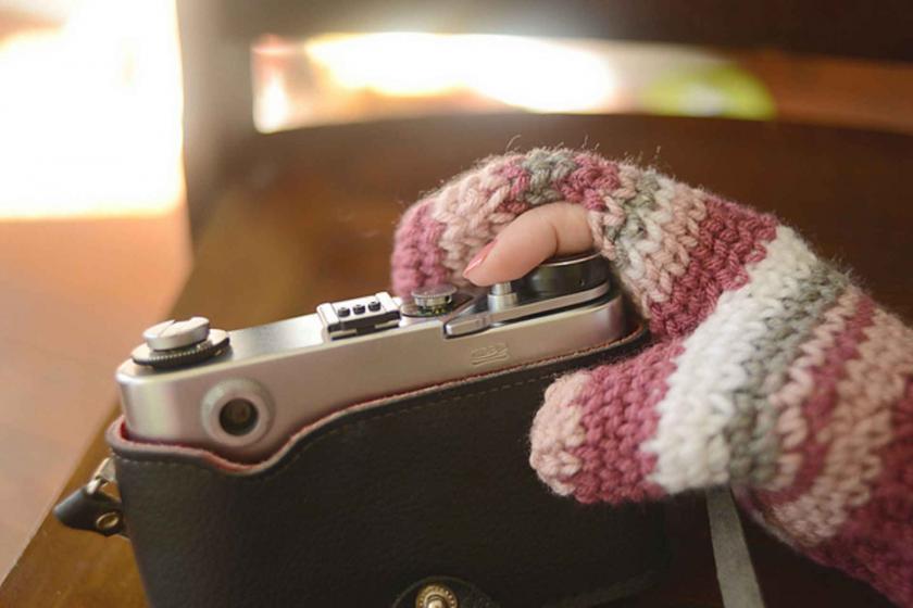Художник создал уютные рукавицы для фотографов