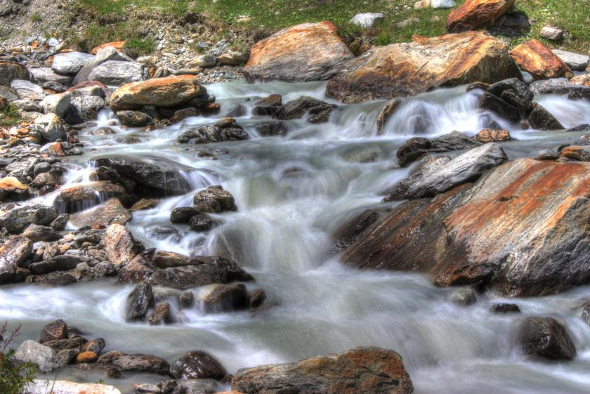 HDR-фото водопада в Швейцарии